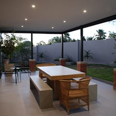 House Eppel:  Patios by John McKenzie Architecture