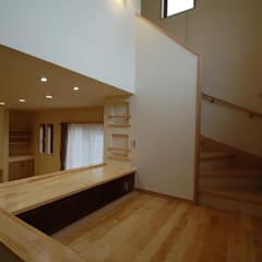 Stairs by Home Plan Kiyotake 一級建築士事務所 ㈱清武建設  , Country Solid Wood Multicolored