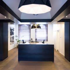 Industrieel interieurontwerp voor Kantoor Bebeka in Groningen:  Kantoorgebouwen door Denk Ruim Over Interieur
