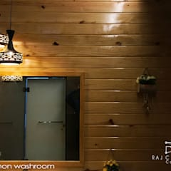 Geeta Niwas (Residential apartment):  Bathroom by Raj Creation