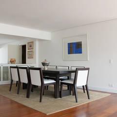 Sala de jantar de apartamento: Salas de jantar  por C2HA Arquitetos