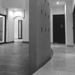 Casa Lugana: Pasillos y recibidores de estilo  por DOOR arquitectos