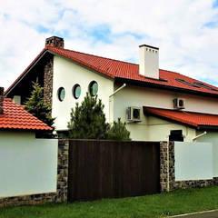 Rumah tinggal  by студия  Александра Пономарева