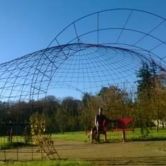 Tonnelles et pergolas: Jardin de style  par FRANCIS BENINCA, Moderne