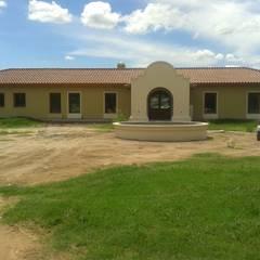 Vivienda en Barrio Los Robles, Carlos Keen: Casas de estilo  por Arq. Fernando Rodriguez & Asociados,Colonial