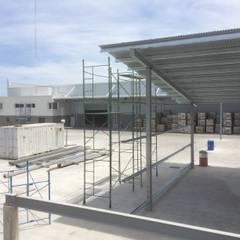 Deposito y Playa de Maniobras en Paso del Rey, Pcia Bs. As.: Casas de estilo  por Arq. Fernando Rodriguez & Asociados