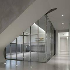 ShinTien Residence 新店住宅:  溫室 by  何侯設計   Ho + Hou Studio Architects ,