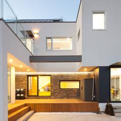 [양평전원주택] 양평군 양서면 도곡리 전원주택 실내/실외: 위드하임의  주택
