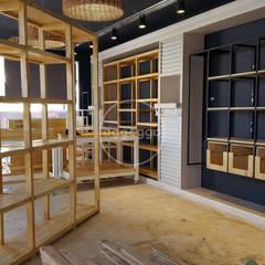 Centros Comerciales de estilo  por aggeggio