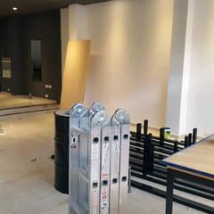 EL CLAN RESISTENCIA: Oficinas y Tiendas de estilo  por aggeggio