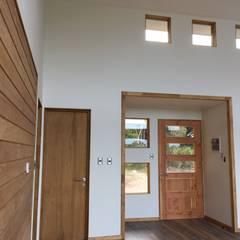 Vivienda F B: Livings de estilo  por Nomade Arquitectura y Construcción spa