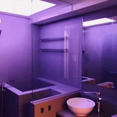 Salle de bains de style  par Amuselighting and Consultancy Limited
