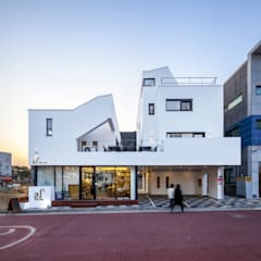 Terrace house by (주)건축사사무소 더함 / ThEPLus Architects
