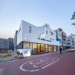 포항 카페주택 티움 (Tea-Um): (주)건축사사무소 더함 / ThEPLus Architects의  테라스 주택