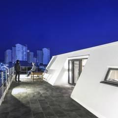 포항 카페주택 티움 (Tea-Um): (주)건축사사무소 더함 / ThEPLus Architects의  지붕