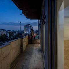 Balcone in stile  di Silva Cravo Arquitectos