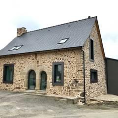 Restructuration et extension d'une maison ancienne: Maison individuelle de style  par Créateurs d'interieur
