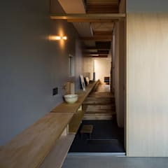 zubeneschamali: ポーラスターデザイン一級建築士事務所が手掛けた廊下 & 玄関です。