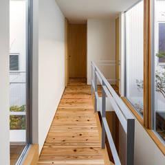zubenelgenubi: ポーラスターデザイン一級建築士事務所が手掛けた廊下 & 玄関です。