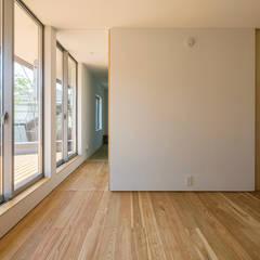 elnath: ポーラスターデザイン一級建築士事務所が手掛けた小さな寝室です。