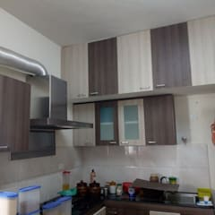 Cozinhas embutidas  por TI CONSTRUCTION AND INTERIORS