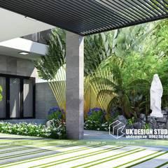 THIẾT KẾ BIỆT THỰ HIỆN ĐẠI 2 TẦNG 10X20M:  Sân trước by UK DESIGN STUDIO - KIẾN TRÚC UK