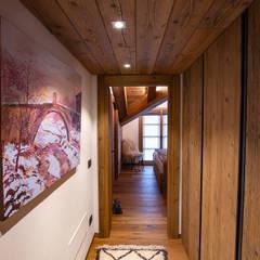 Couloir et hall d'entrée de style  par BEARprogetti - Architetto Enrico Bellotti