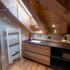 Casa Maloja: Bagno in stile  di BEARprogetti - Architetto Enrico Bellotti