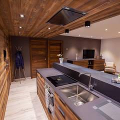 Cocinas pequeñas de estilo  por BEARprogetti - Architetto Enrico Bellotti