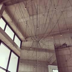 진주 소진담: 캐러멜라운지의  거실,인더스트리얼 콘크리트