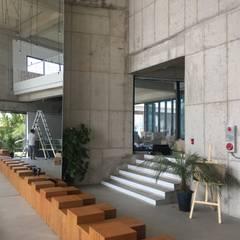 Escaleras de estilo  por 캐러멜라운지