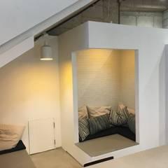 Balkon oleh 캐러멜라운지, Rustic