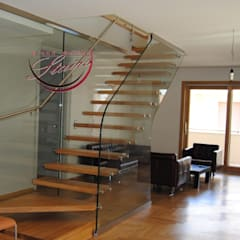 Cantilever Staircase with oak treads and glass railing :  Stairs by Grand Design Stairs