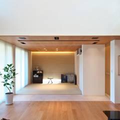 Media room by 株式会社moKA建築工房