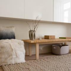 Apartamento na Estefânia: Salas de estar  por MUDA Home Design,Escandinavo