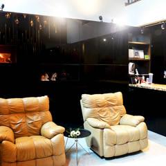 Andrew Road Landed:  Living room by Singapore Carpentry Interior Design Pte Ltd