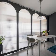 Salle à manger de style  par 寓子設計, Scandinave