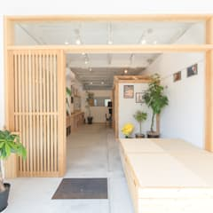 Offices & stores by coil松村一輝建設計事務所