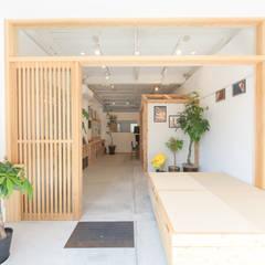 Oficinas y Tiendas de estilo  por coil松村一輝建設計事務所