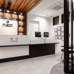 病気の予防をサポートする薬局「muscari pharmacy」: 株式会社Juju INTERIOR DESIGNSが手掛けた商業空間です。