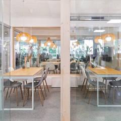 Oficinas MasVoz: Edificios de oficinas de estilo  de ESTUDIO DE CREACIÓN JOSEP CANO, S.L.