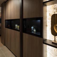 TOWER RESIDENCE 「Art de vivre 」: 株式会社Juju INTERIOR DESIGNSが手掛けた廊下 & 玄関です。