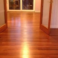 Pisos de estilo  por Floor Sanding & Polishing London Ltd