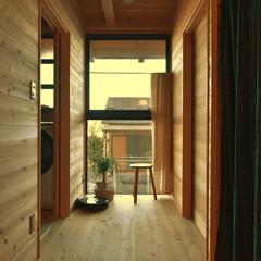 岐阜の石場建て: 水野設計室が手掛けた廊下 & 玄関です。