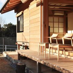岐阜の石場建て: 水野設計室が手掛けたテラス・ベランダです。