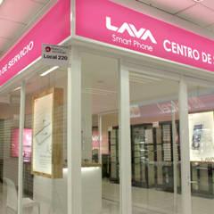 Puerta de vidrio: Oficinas y tiendas de estilo  por emARTquitectura