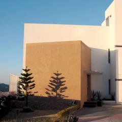 Fachada 2: Casas unifamiliares de estilo  por emARTquitectura