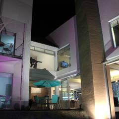 Iluminación. Casa HLC: Casas unifamiliares de estilo  por emARTquitectura