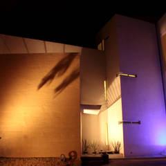 Fachada exterior. Escena 1: Casas unifamiliares de estilo  por emARTquitectura