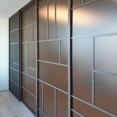 Living room by WITHJIS(위드지스), Modern Aluminium/Zinc